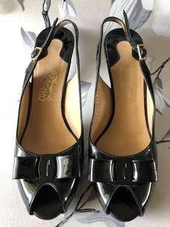 🚚 Authenticity Salvatore Ferragamo Black Heels SIZE 9