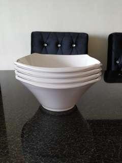 FOC Set of 4 melamine dish bowls