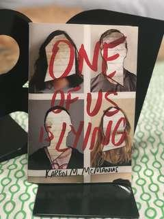 🚚 One of us is lying by Karen M. McManus