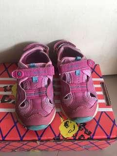 Stride ride shoe for girl