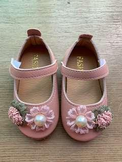 🚚 Baby Girl Shoes 12-18 months