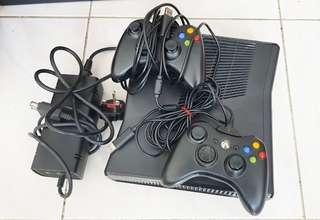 Xbox 360 250gb with 2 controllers