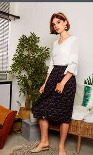 The Stagewalk Daralice Floral Midi Skirt in Size s