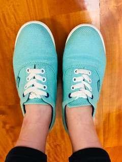 crocs湖水綠休閒鞋