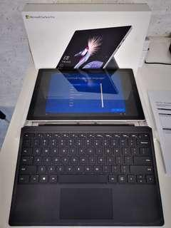 4months old Microsoft Surface Pro 5 i7 8gb Ram with type cover