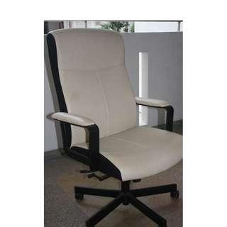 IKEA MALKOLM white LEATHER swivel chair arm chair in good conditions NO NEGO