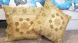 Gold cushion decor