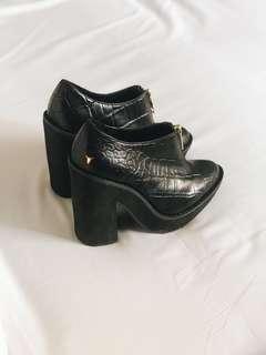 🚚 Windsor Smith Leather Heel Boot