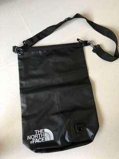 🚚 North face black waterproof bag