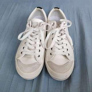 🎈80% OFF🎈GRAM Unisex White Shoes (25.5 to 26cm)