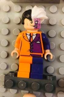 Lego 6864 Two Face minifigure 連武器