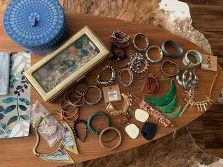 This Lot of New and used jewellery/accessories (more than 60 pcs)