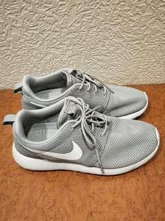 🚚 Nike roshe run
