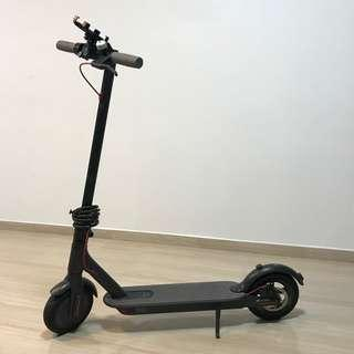 Xiaomi E-Scooter. Almost brand-new. FREE lock, handphone holder and tyre pump!