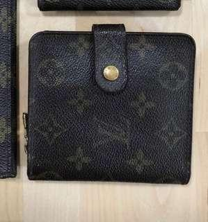 Repriced! 💯 Authentic Vintage  LV Compact Wallet