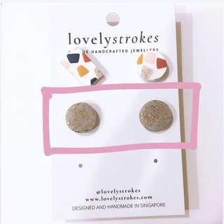 🚚 Lovelystrokes stud earrings