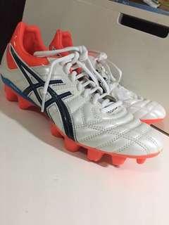 ASICS soccer boots