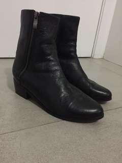DIANA FERRARI Supersoft black mid calf boots