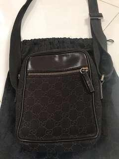 🚚 Authentic Gucci small sling bag