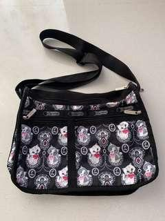 🚚 👻 Authentic LeSportsac Sling Bag