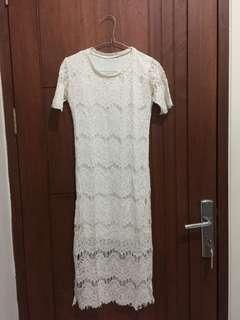 White dress brukat / dress putih