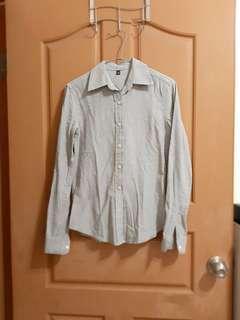 🚚 灰色襯衫