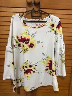 🚚 White floral printed TOP blouse plus siZe