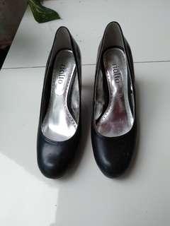 Heels Hitam high heels sepatu pantofel wanita rialto size 37
