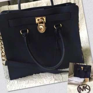 FIRE SALE!  MICHAEL KORS HAMILTON NORTH SOUTH IN NAVY (LARGE)