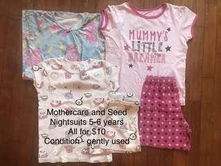 🚚 Bundle of nightwear baby girl 5-6 yo