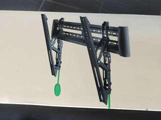 Universal TV Wall Mount Bracket suitable for LED / OLED / Plasma /LCD, basically all Flat Panels TV of any brand from 40 inch to 65 inch TVs.