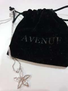 AVENUE Silver star shaped pendant necklace