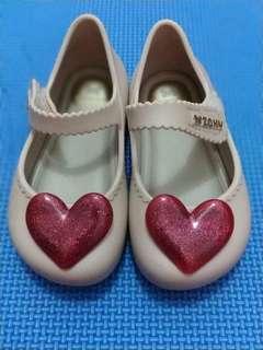 Sepatu Love