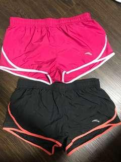 🚚 Anta running shorts SIZE M black and pink