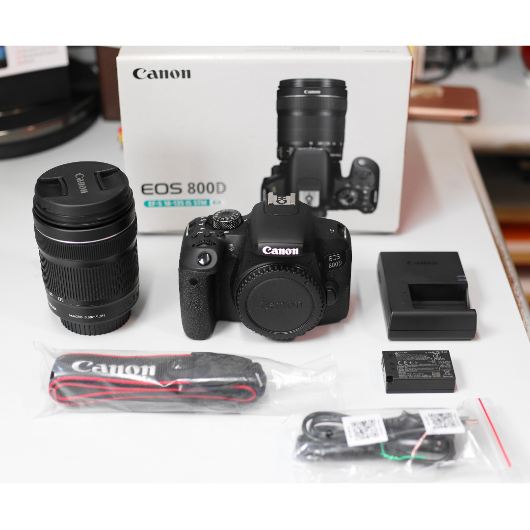 Canon EOS 800D with EF-S 18-135mm f/3 5-5 6 IS STM kit lens