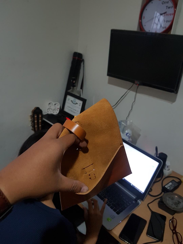 Dompet pouch tempat kabel bahan kulit pull up mulus