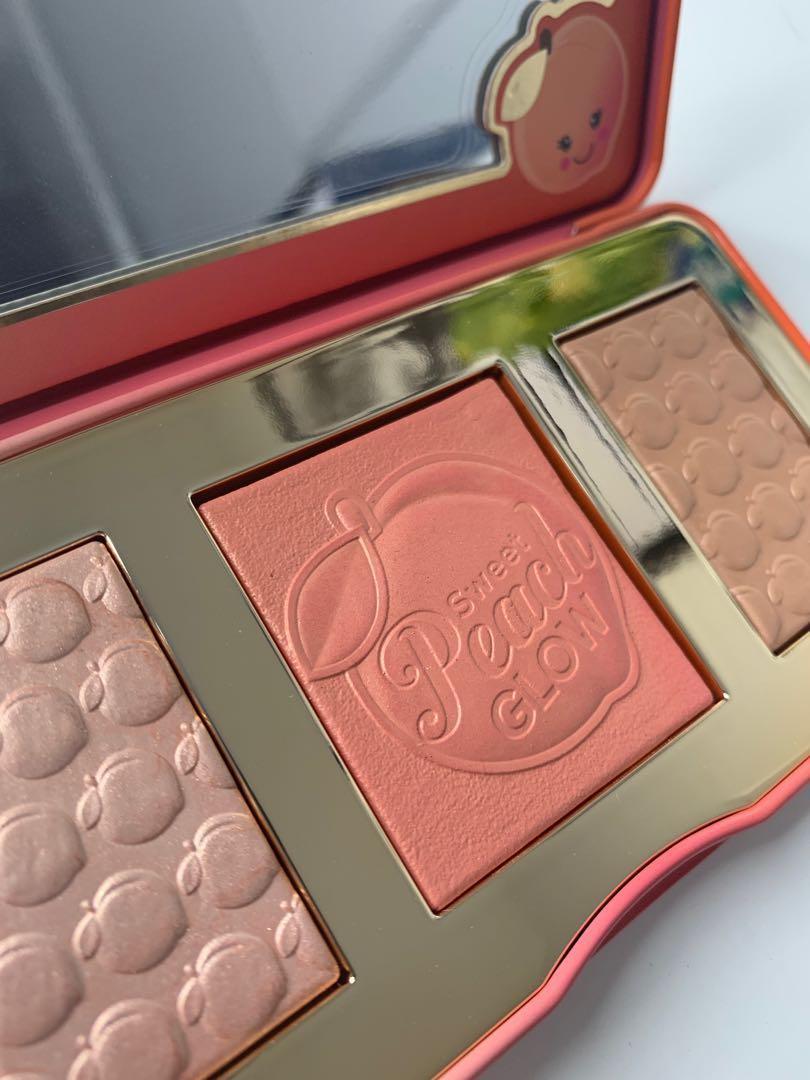 Sweet peach glow highlighter palette