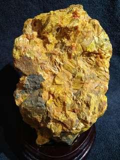 雄黄石 realgar with yellow orpiment