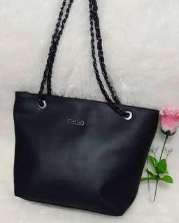 Hand bag charles n keith