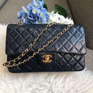❌SOLD!❌ Good Deal! Chanel Vintage Classic Medium in Navy Lambskin GHW