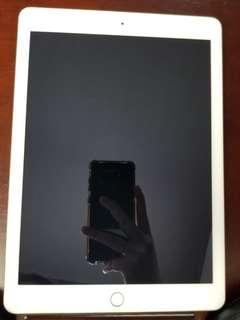 Gold 5th Gen iPad 128gb