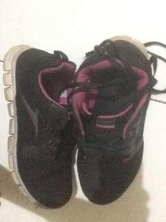 Sepatu Tomkins Training