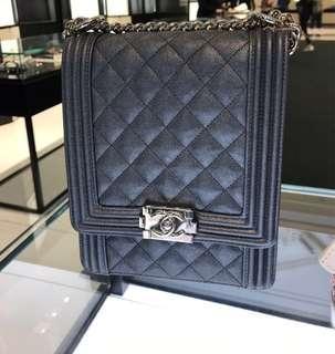 Chanel Boy 熱搶最新metallic 灰藍 2019