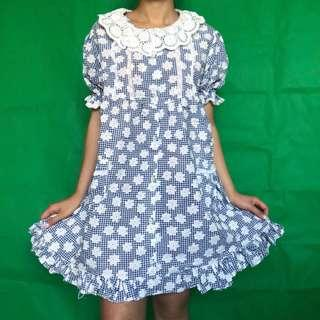 Courtyard Bliss Daisy Vintage Dress will put ya in a happy daze! Saunter in the gardens