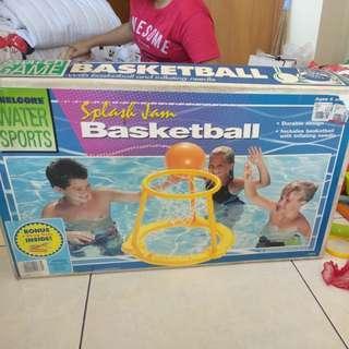 Basketball dalam kolam