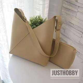 [FREE DELIVERY] Camelia Handbag