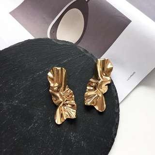 Forever 21 gold tone earring
