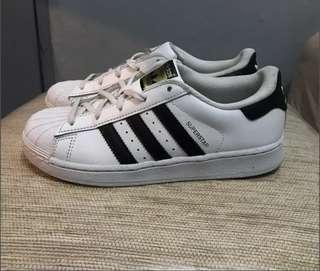 Adidas superstar size 34/35