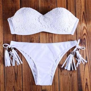 🚚 Po: white crochet floral bikini set with tassels