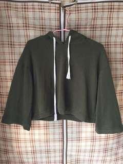 🚚 軍綠短板帽T上衣